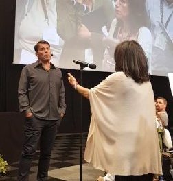 TONY ROBBINS OFFERS A HELPING HAND…
